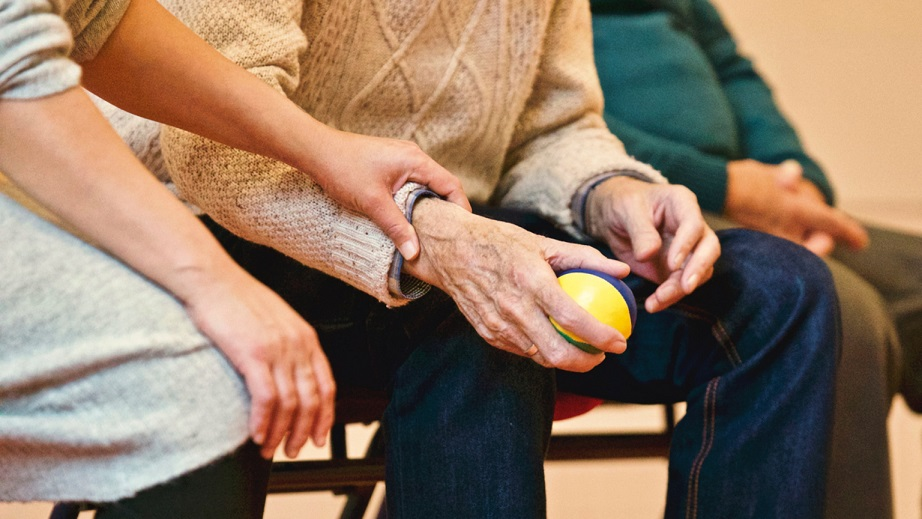 WHY NOW IS THE RIGHT TIME TO MOVE TO A CONTINUING CARE RETIREMENT COMMUNITY